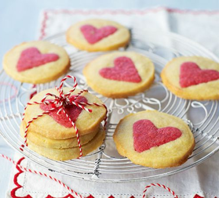 galletas de vainilla originales decoradas para el Día de San Valentín, propuestas para una cena rica y facil en imagines