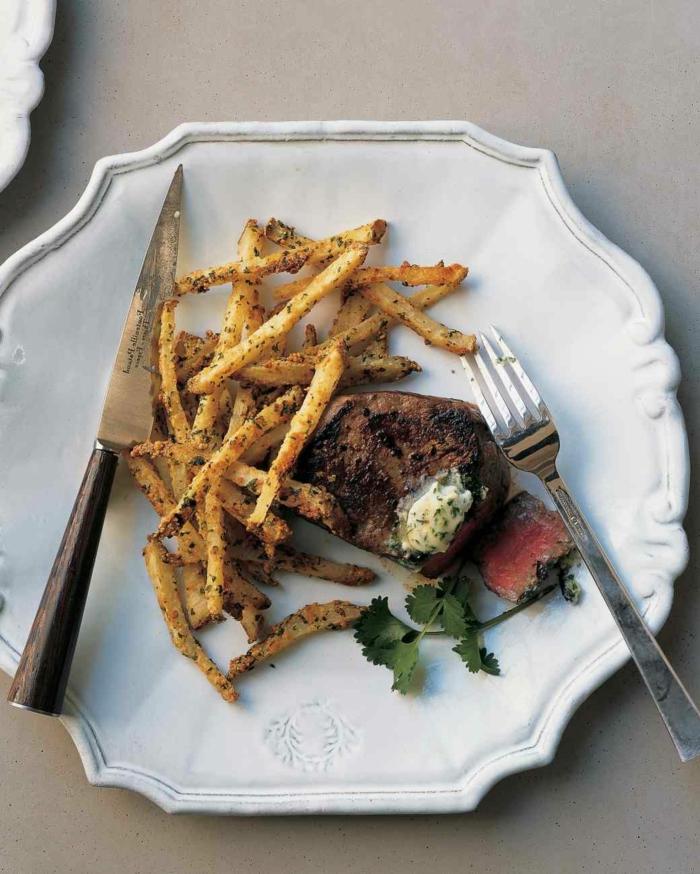 ideas sobre como preparar una cena romántica rica y fácil de hacer, carne de vaca con patatas fritas