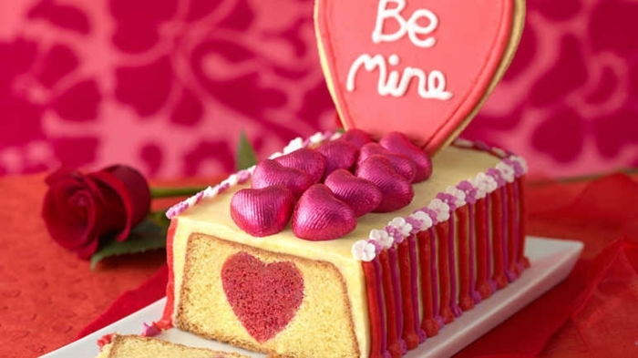 tarta corazón sorpresa, tarta decorada de manera encantadora, cena rica y facil en imagines