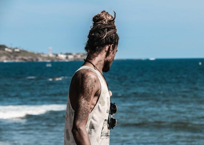 consejos y tips para proteger tu tattoo de los rayos del sol, tatuaje en el hombro para hombres