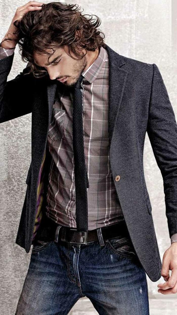 imagines de ropa casual hombre, vaqueros oscuros lavados con cinturón de cuero negro y chaqueta estilo casual