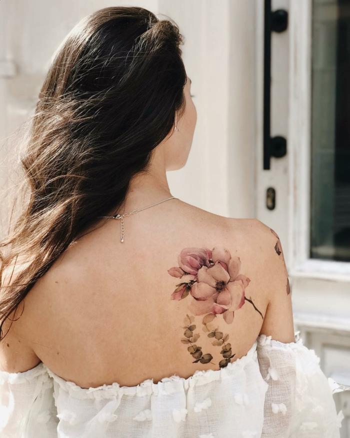 adorables ideas de tatuajes para hombres y mujeres falsos, tatuaje grande con peonías en la espalda