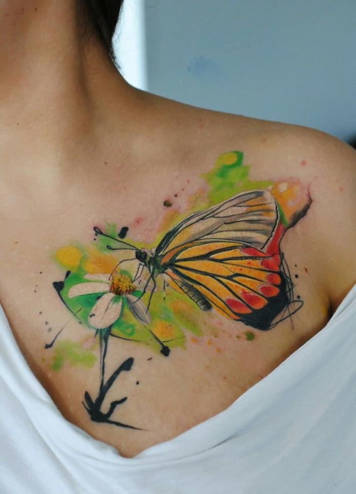 imagines de tatuajes de mariposas super originales, hermosos tatuaje en colores en el pecho