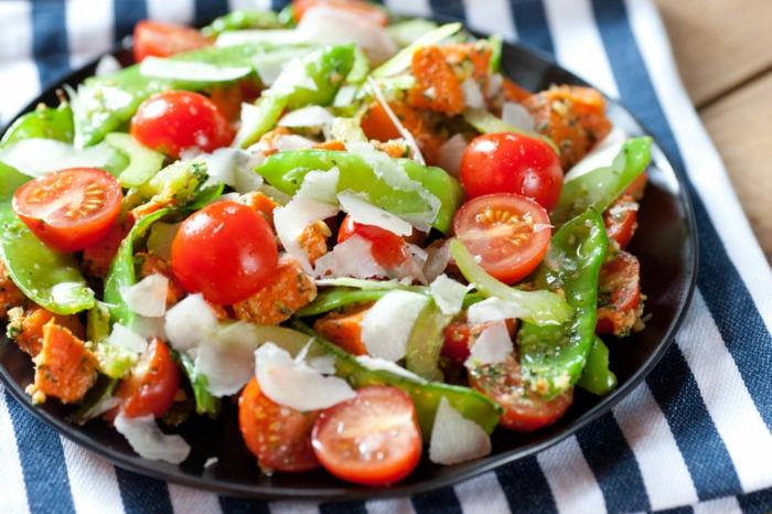 ensaladas originales y frescas, ideas de entrantes y ensaladas saludable, ensalada con tomates cherry, queso y judías verdes