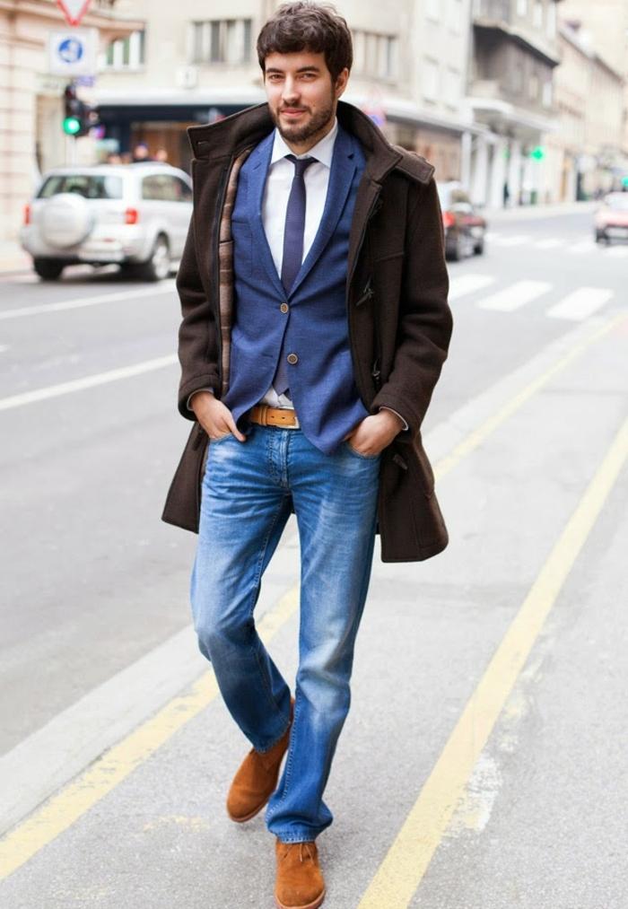 traje moderno color azul y vaqueros combinados con camisa blanca y abrigo marrón, ideas ropa casual hombre