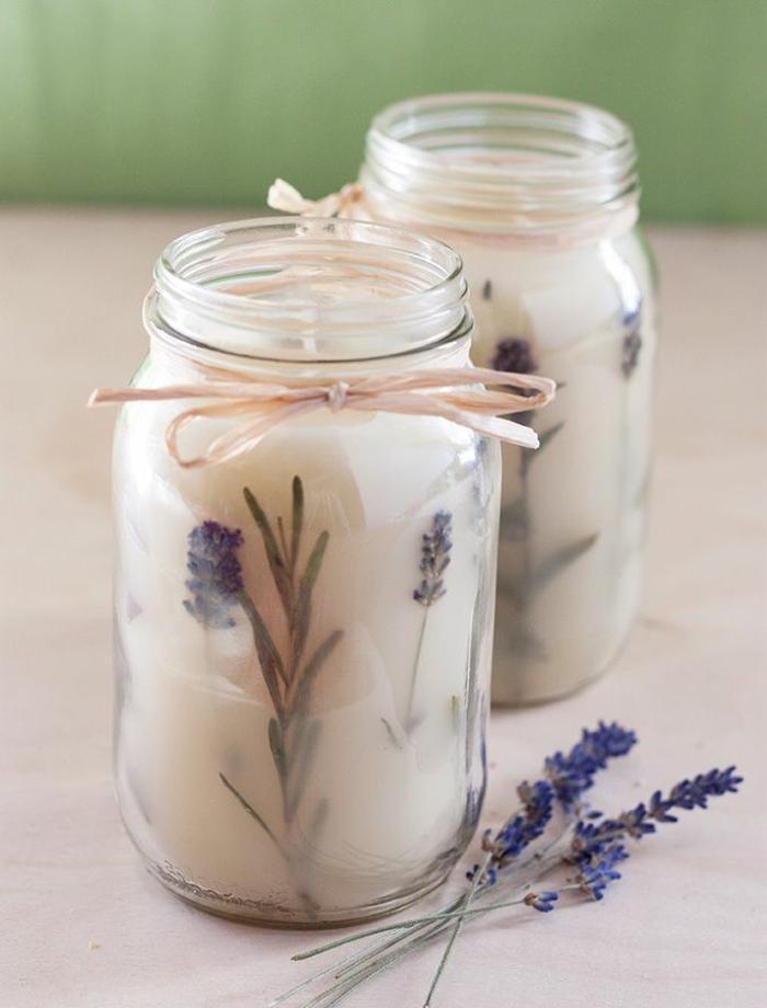 preciosos frascos de vidrio con velas caseras adornadas de hierbas, como hacer velas en imagines