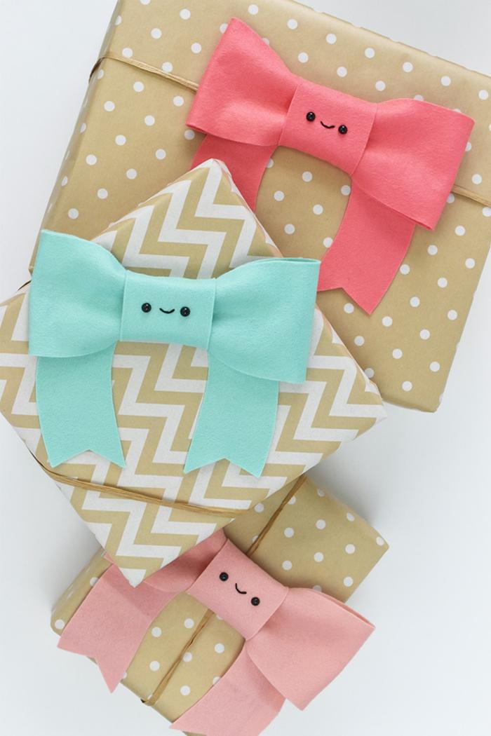 decoraciones para envolver regalos, lazos coloridos hechos de fieltro en color verde menta, rojo, rosado