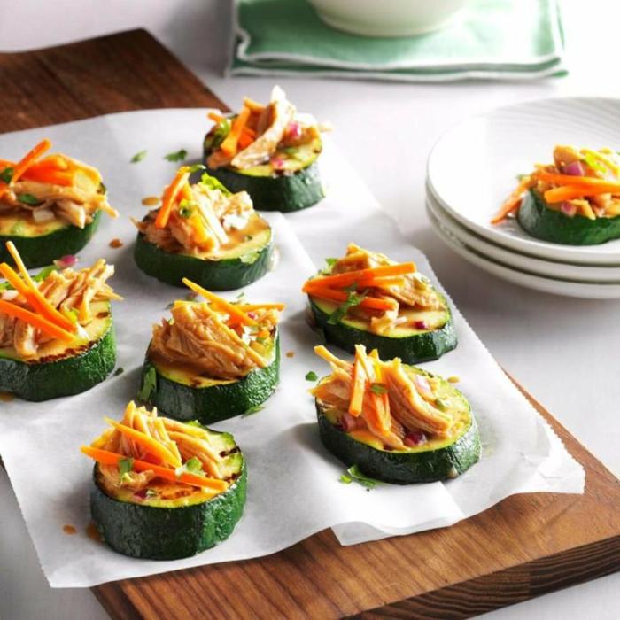 calabacines con trozos de atún y quesos rallados, aperitivos faciles y rapidos en imagines