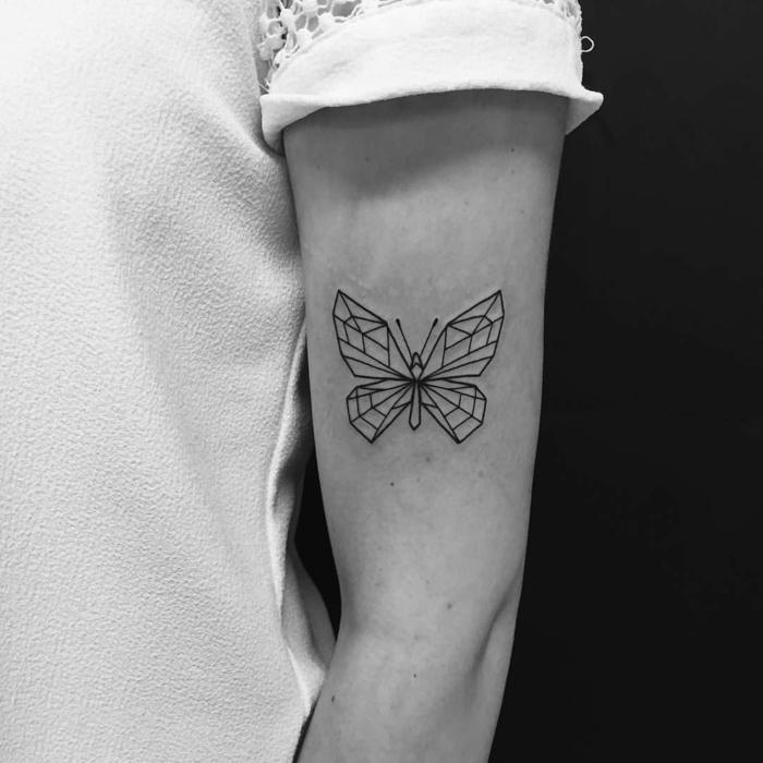 tatuajes geométricos, galería de fotos de tatuajes de mariposas en el brazo, diseños para hombres y mujeres