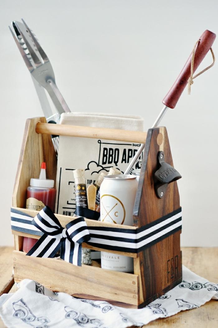 las ideas mas originales de regalos para padres, set de barbacoa en una caja de madera personalziada