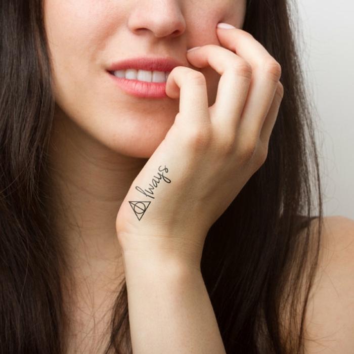 ideas de tatuajes temporales inspirados de libros y películas, tatuajes con un fuerte significado