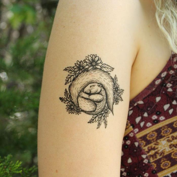 tatuaje bonito en el brazo, tattoos pequeños adhesivos para hombres y mujeres, diseños originales