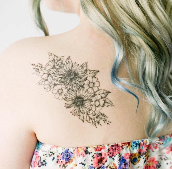 increíbles propuestas de tatuajes flores, grande tatuaje en la espalda, tatuajes adhesivos ideas