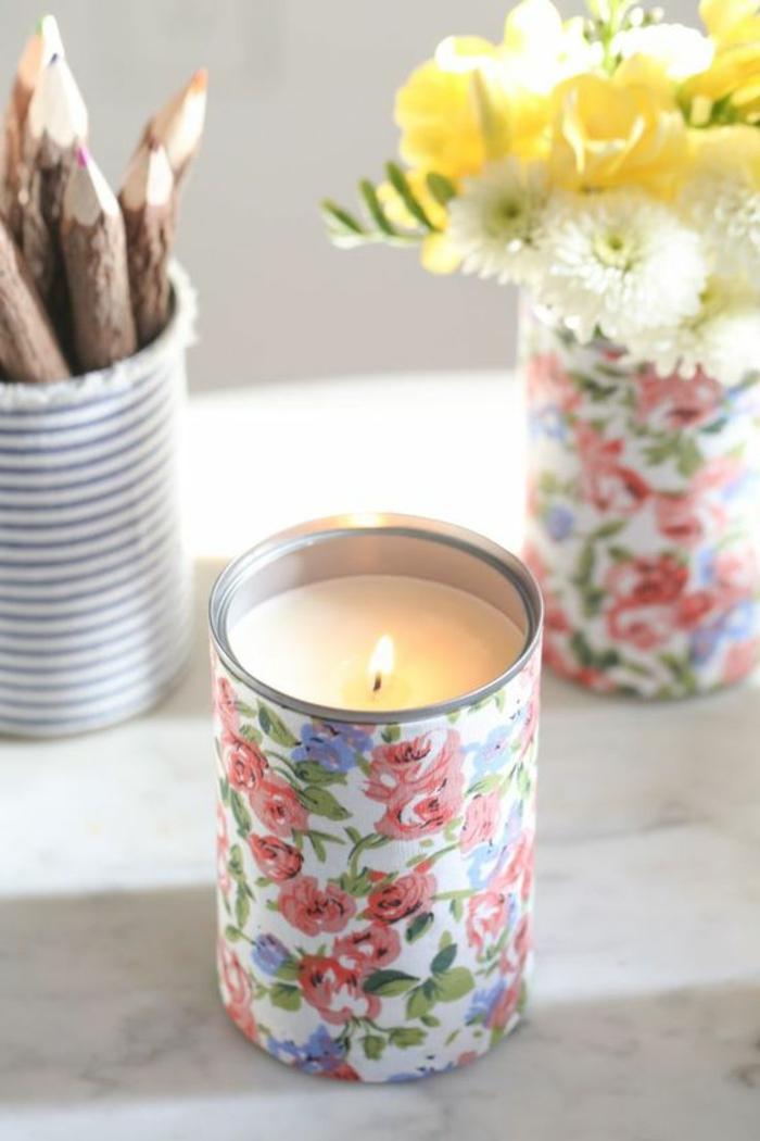 cómo hacer velas originales decorativas en casa, potes de metal decorados con estampados florales