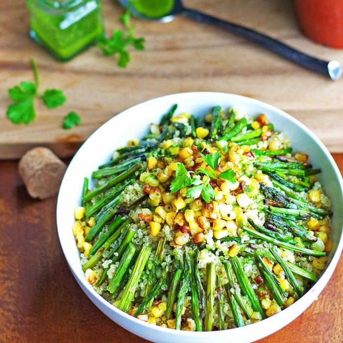 ideas de ensaladas saludables y super originales en 80 imagines, espárragos y maiz a la plancha