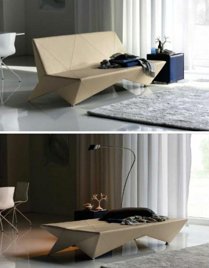 salón moderno en estilo minimalista con preciosa sofá hecha de cartón y decoración en colores terrestres