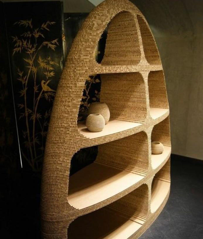 estantería super original hecha de cartón en un ambiente en estilo boho chic, ideas originales