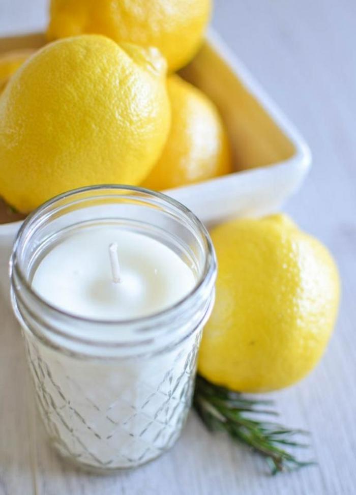 cómo hacer velas para decorar la casa, centro de mesa bonito y original, velas color blanco