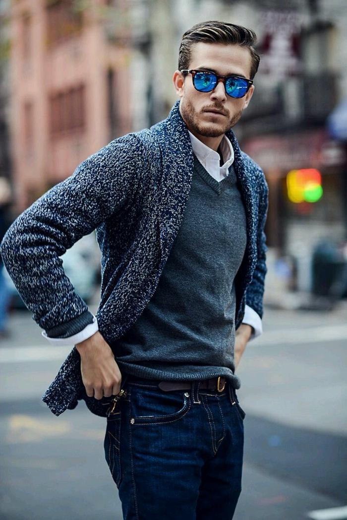 ideas de moda casual hombre en bonitas imagines, vaqueros oscuros, jersey color verde y chaleco moderno
