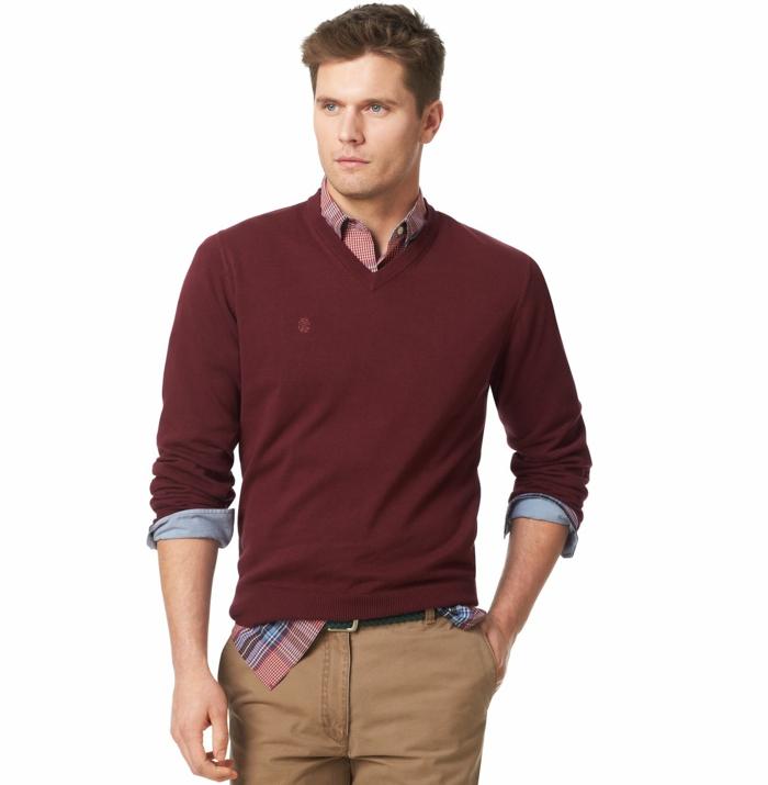 moda casual hombre en 60 imagines, camisa en cuadros en rojo y azul, jersey rojo y pantalon en beige