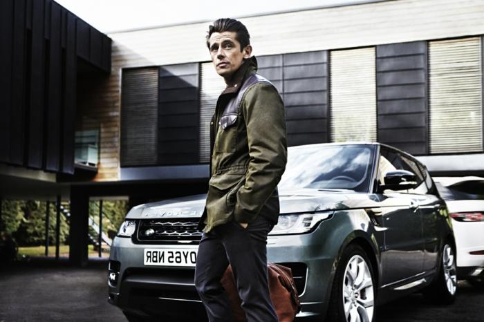 moda casual hombre en 60 imagines, pantalon elegante en color azul oscuro y chaqueta en verde y marrón