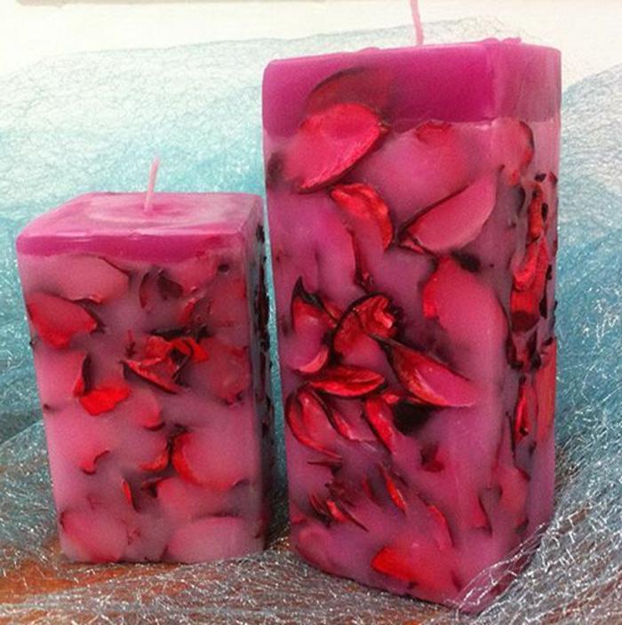 velas aromáticas caseras con flores de rosas rojas, magníficas propuestas de como hacer velas caseras