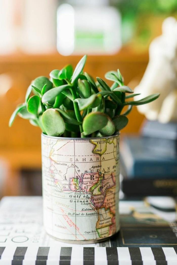 latas decoradas de manera encantadora, pequeña maceta DIY de lata vieja y mapa reciclada