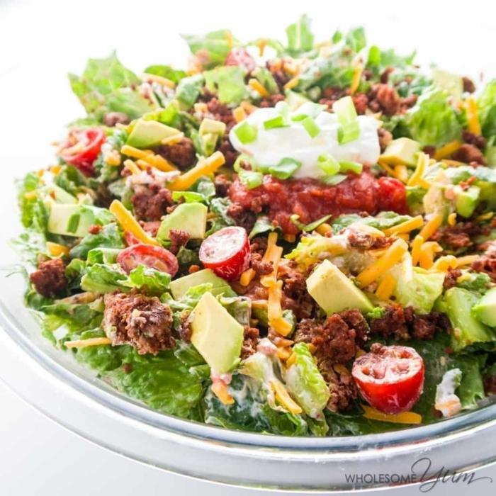 ensaladas para cenar originales, ensalada con tacos, aguacate, carne picada, ideas de ensaladas con fotos