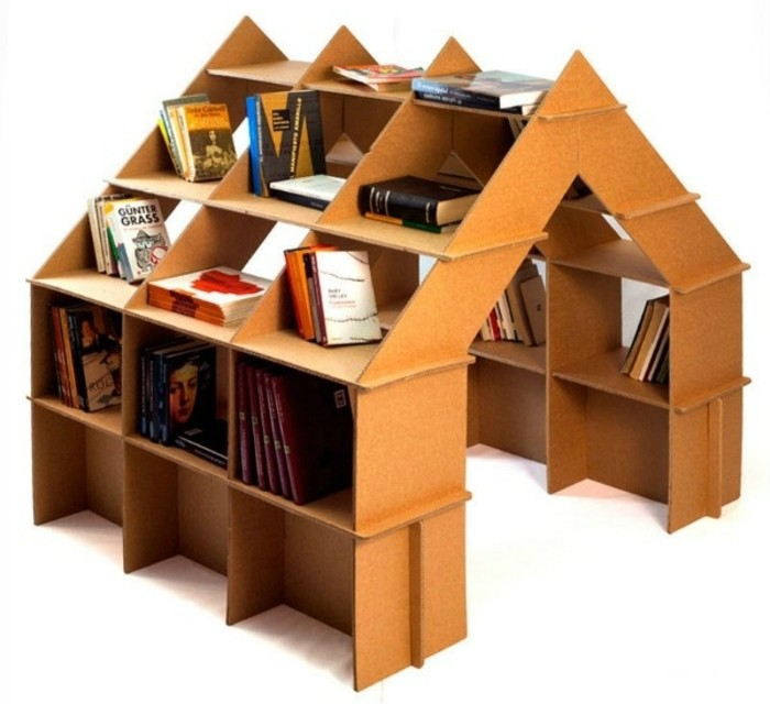 las propuestas de muebles con carton más bonitas, casa de cartón con estanterías hecha a mano