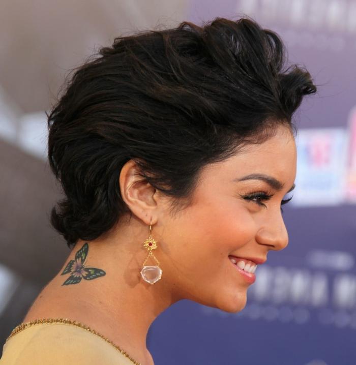 tatuajes en la nuca femeninos que inspiran, celebridades con tatuajes minimalistas con mariposa