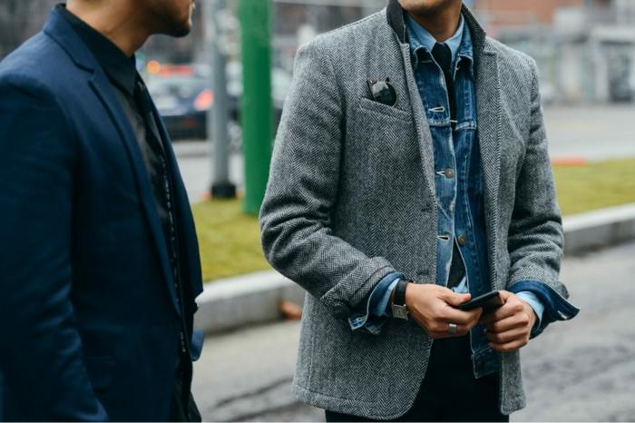 bonitas fotos de traje casual hombre, dos hombres con chaquetas en estilo obusiness elegante