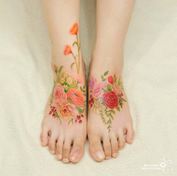 tatuajes con rosas de colores, bonitos tatuajes en los pies, cuál es el significado del tatuaje rosa