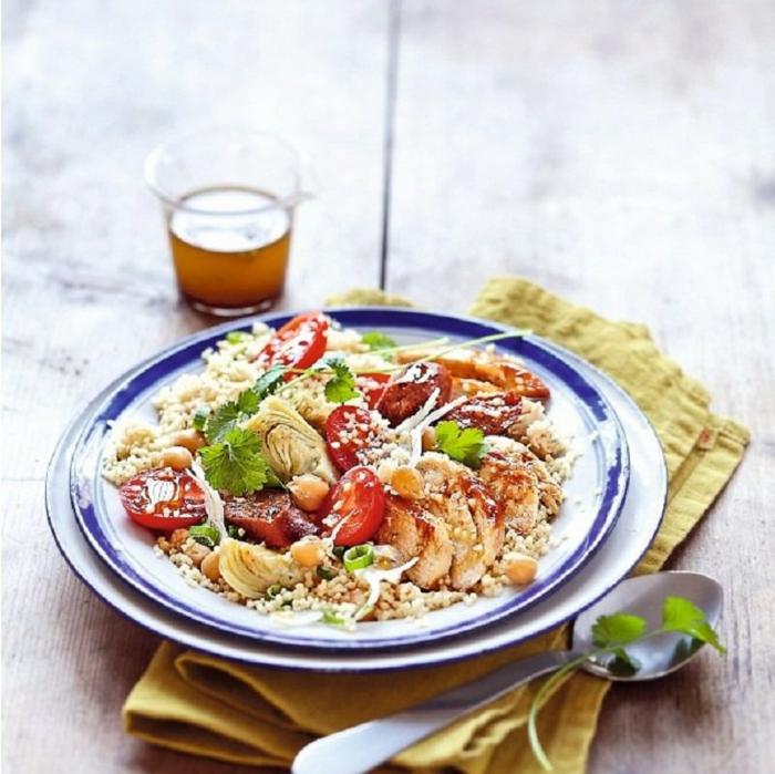 ensaladas para cenar originales, recetas fáciles y rápidas, ensalada con quinoa, pollo y verduras