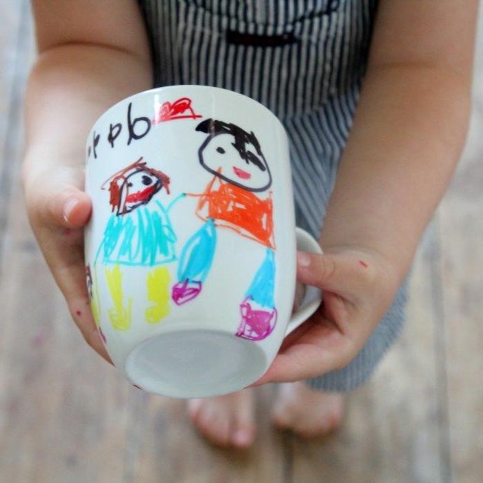 adorables ideas de regalos dia del padre manualidades, taza de té con bonitos dibujos infantiles