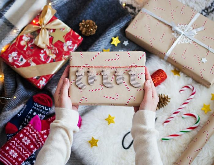 ideas sobre como envolver un regalo original para Navidad, regalos envueltos de manera original
