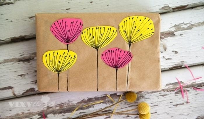 alucinantes ideas sobre papel embalaje decorado a mano, flores coloridas en color amarillo y rosado