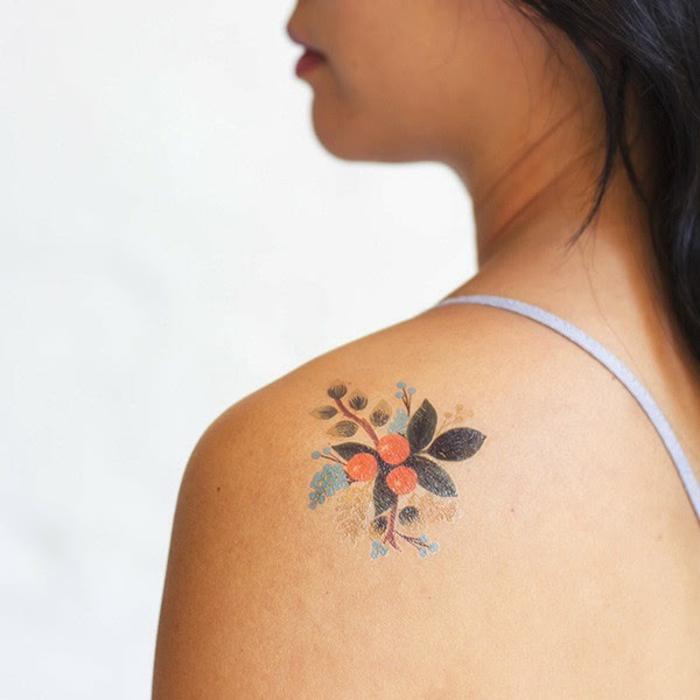 tatuajes flores adhesivos super bonitos y delicados, diseños de tatuajes con motivos florales mujer
