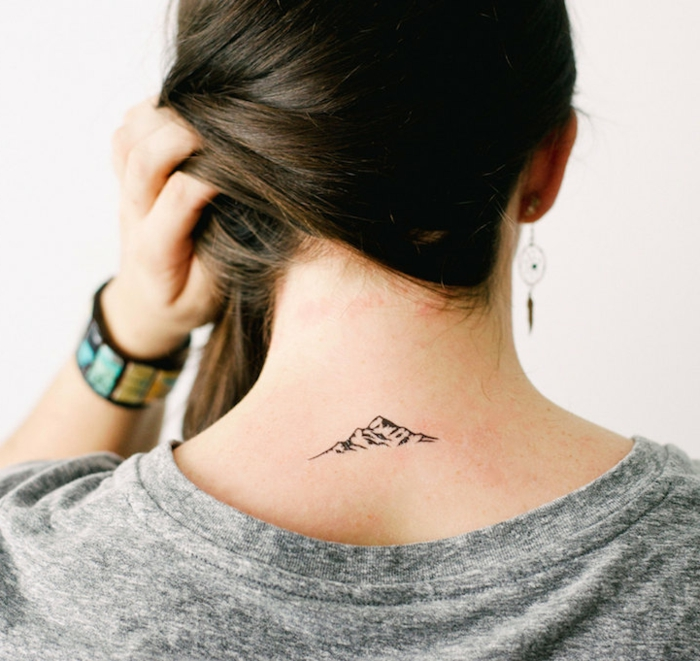 tatuaje en la nuca no permanente, adorables propuestas de plantillas tatuajes que puedes hacer en casa
