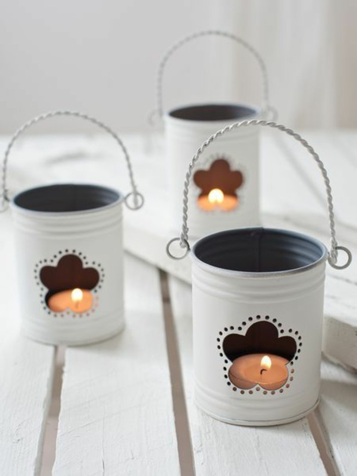 originales ideas de manualidades con latas de refresco, candelabros hechos a mano de latas para decorar el balcón