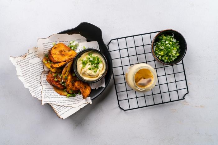 papas fritas con mayonesa casera, ideas de recetas de aperitivos caseros para sorprender a tus invitados, fotos de recetas