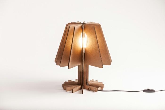 lámpara de diseño super original hecha de materiales reciclados, ideas de muebles de cartón paso a paso