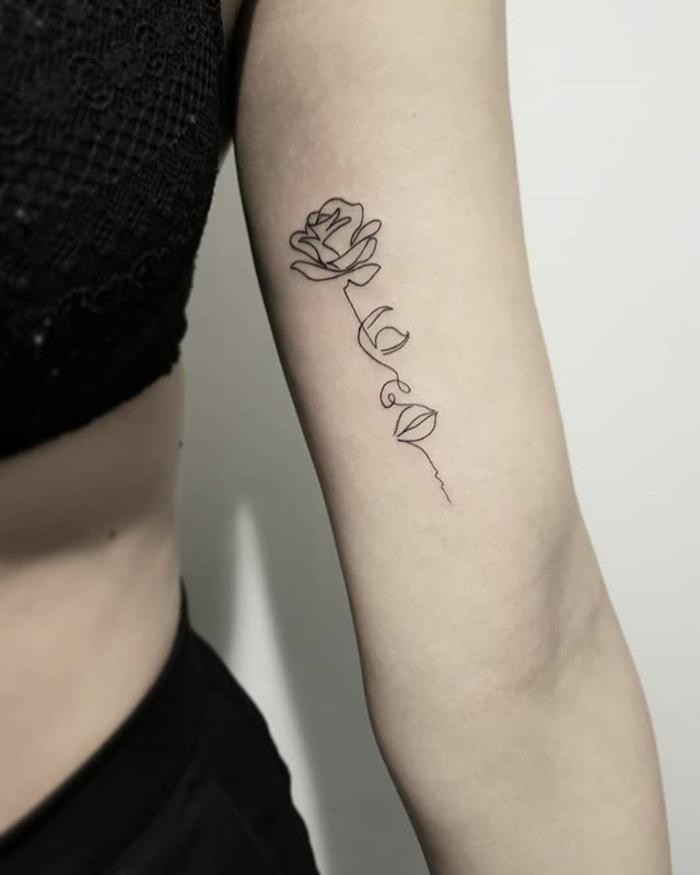 originales propuestas de rosa tattoo en el brazo, tatuaje con rosa y cara de mujer, fotos de tattoos atractivos