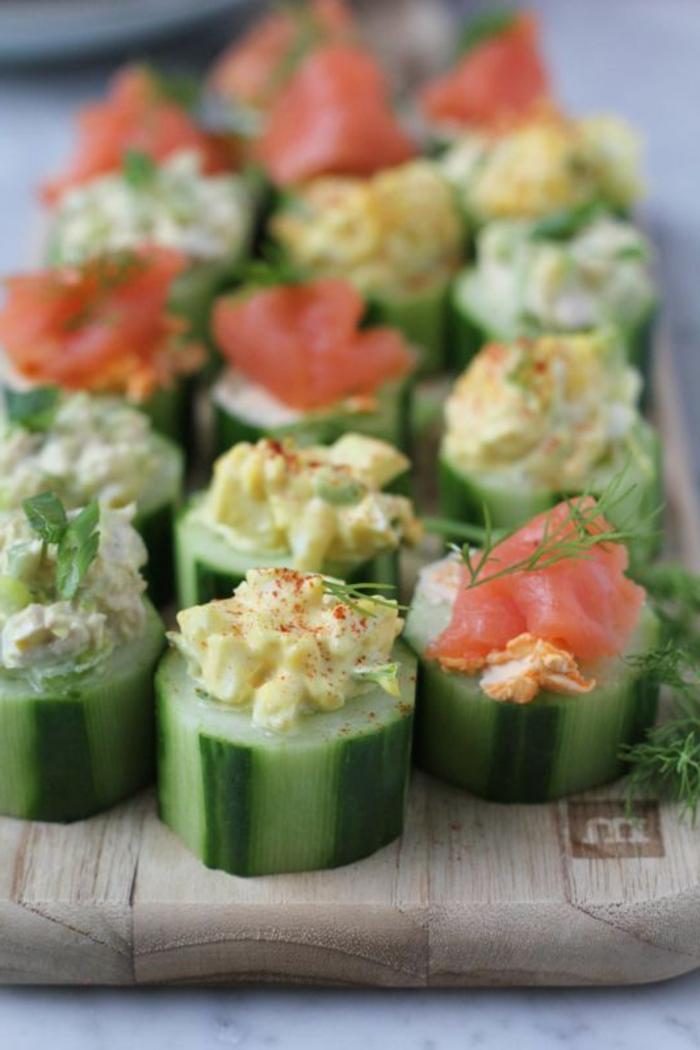 entrantes super sencillos y rápidos que puedes hacer en casa, canapés de pepinos con salmón y eneldo
