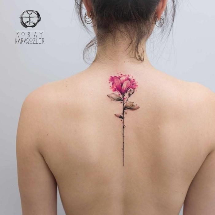 diseños de tatuajes espalda mujer, rosa en color rosado con espinas tatuada en la espalda