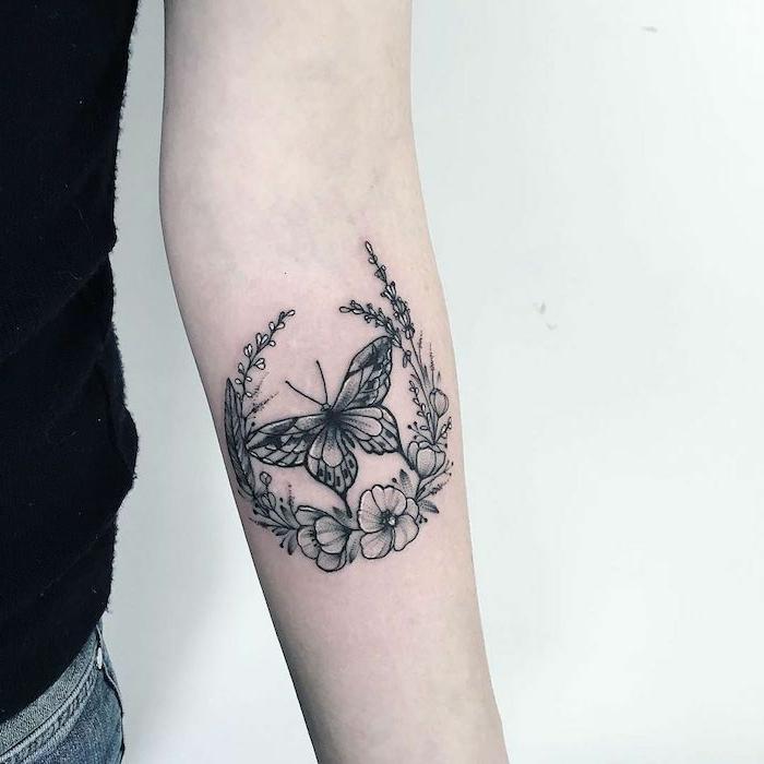 diseños de tatuajes con mariposas y flores, tattoo antebrazo super bonito en color negro