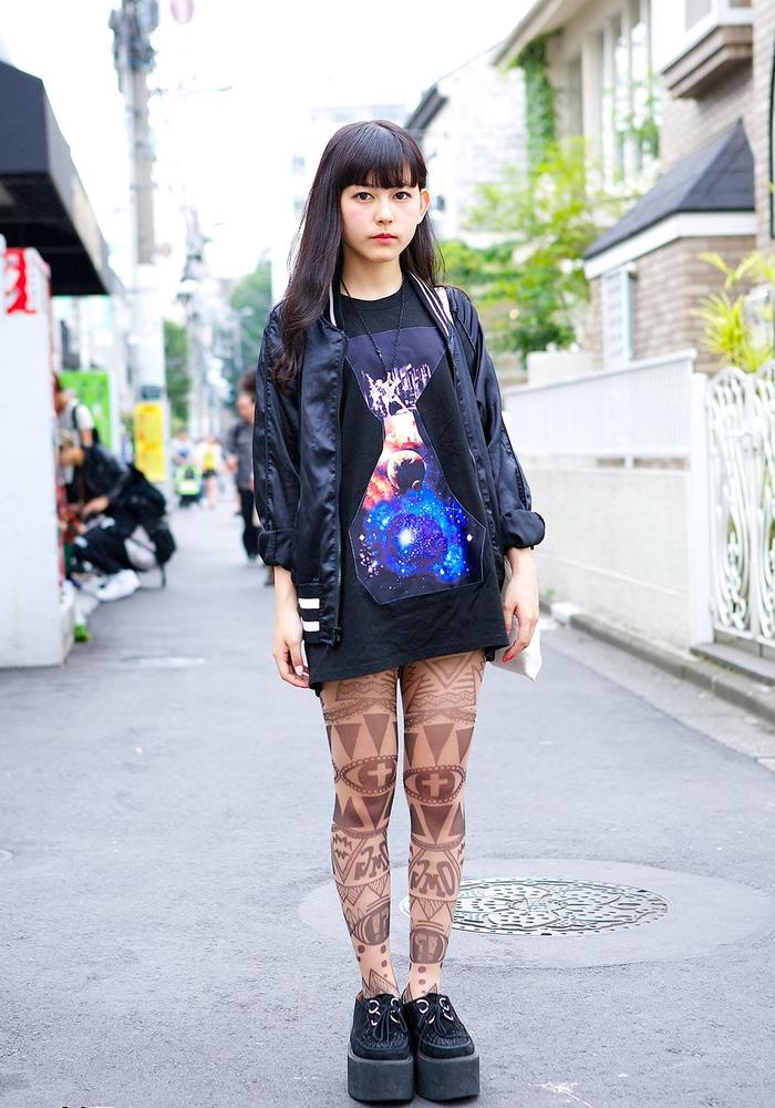 fotos de tatuajes con elementos geométricos, piernas enteras tatuadas con figuras geométricas