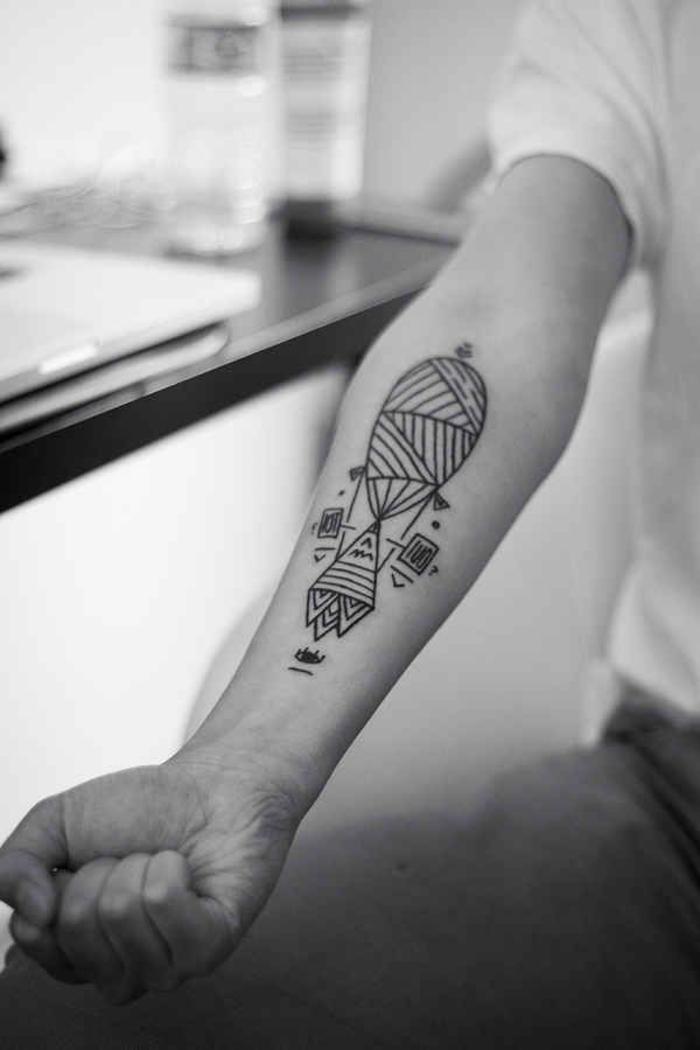 adorables ideas de tattoo lineal, tatuaje bonito en el antebrazo, diseños de tatuajes para hombres y mujeres