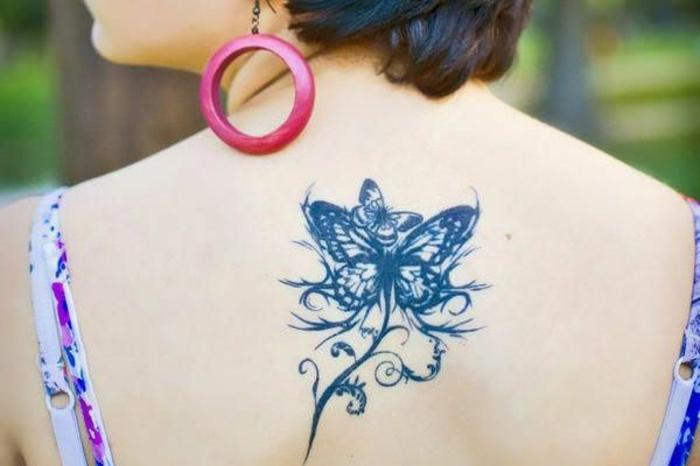 ideas de mariposa tattoo para hombres y mujeres, grande tattoo en la espalda, tatuajes que inspiran
