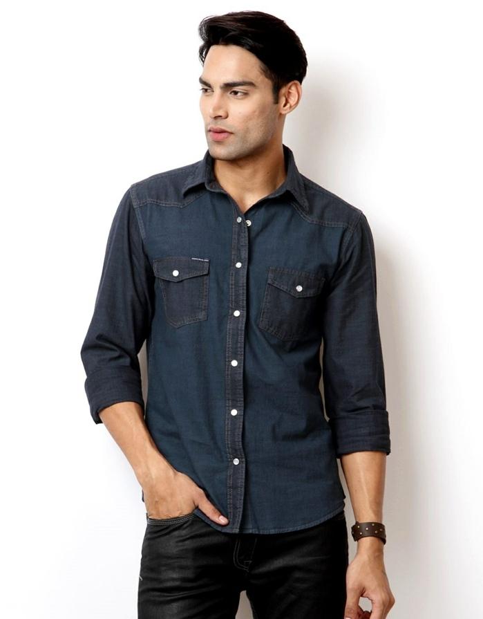 ropa moderna hombre en imagines, camisa de denim oscuro moderna y vaqueros negros