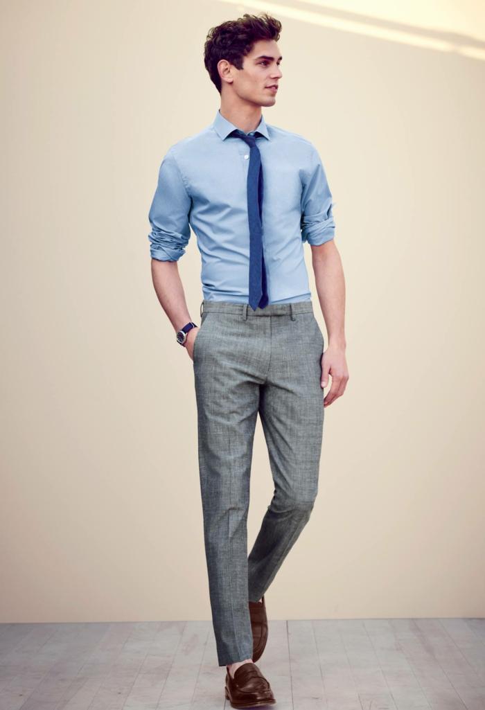 propuestas ropa moderna hombre, pantalón moderno en gris claro, camisa color azul claro y corbata